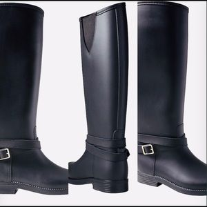 Buckle strap rainboots
